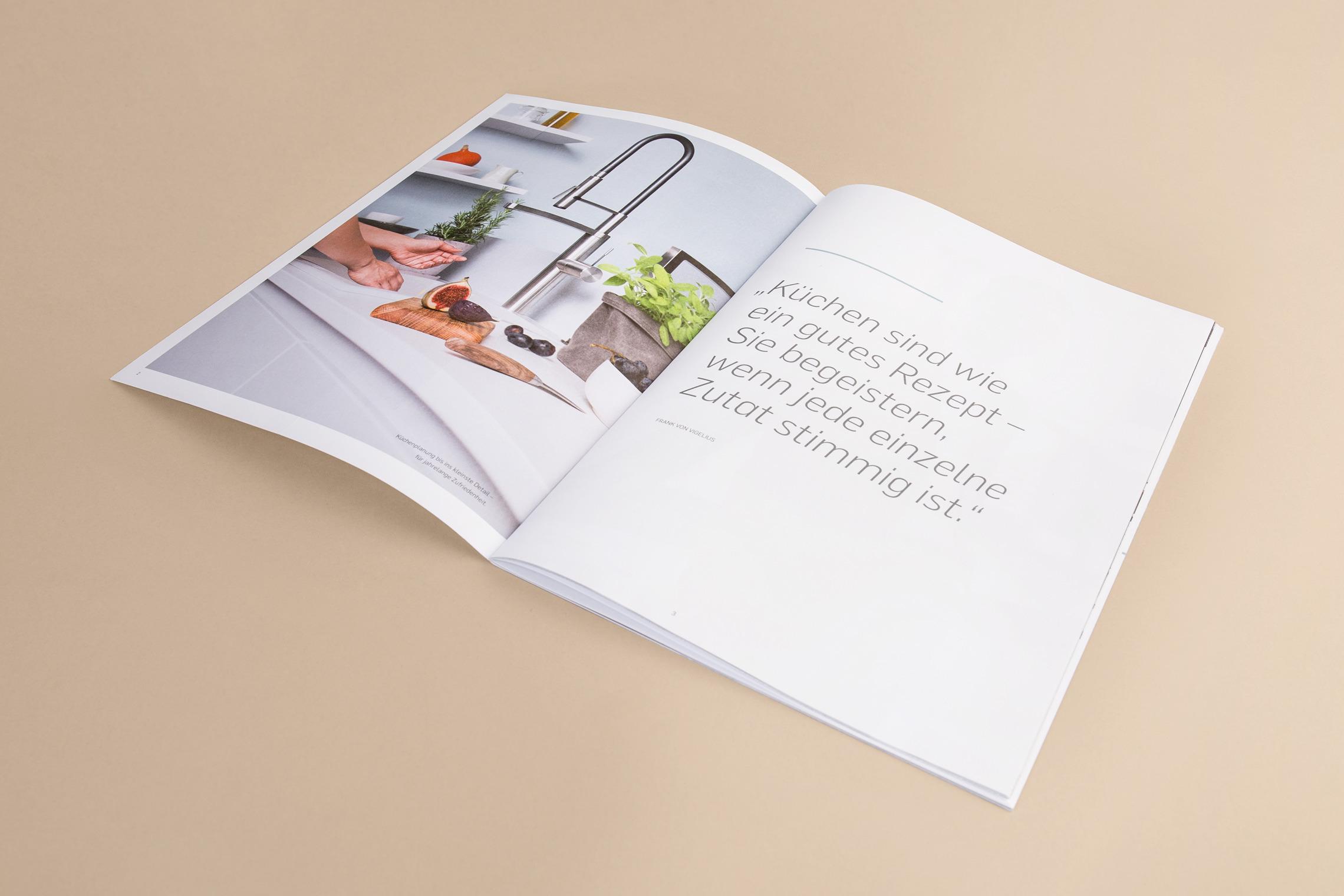 Der Umgang mit Typografie und Schrift wird im individuellen Gestaltungskonzept entwickelt und festgelegt.